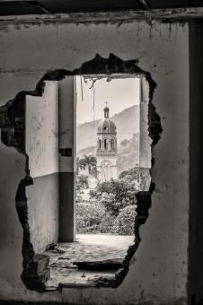 Vista de las ruinas de la iglesia desde el sector de la lomita.