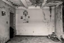 Interior de casa en ruinas