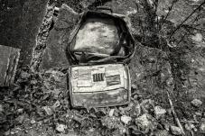 Maleta de viaje en ruinas encontrada en casa sepultadas por la avalancha causada por la ola Invernal.