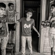 Grupo de Niños cantan sobre lo que paso en Gramalote