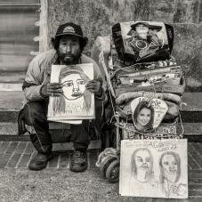 Dibujante en sector retratistas, carrera séptima junto a la ETB. 2014